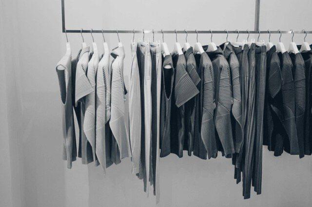 Moda z czarną koszulą